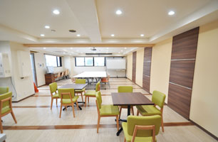 mansion-meetingroom-befor04