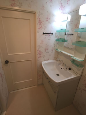 洗面所壁紙貼替え