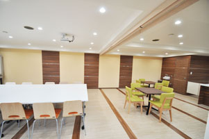 mansion-meetingroom-befor02