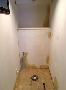トイレ壁紙貼替え