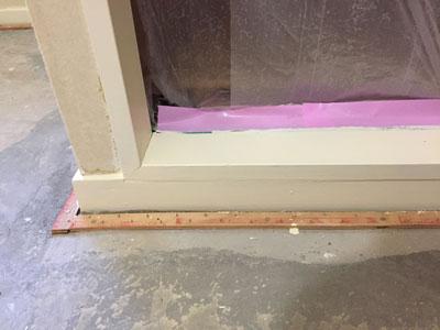 ドア枠塗装 養生、塗装