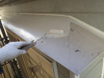 サッシ出窓屋根下塗り