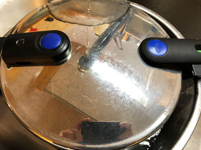 圧力鍋の圧を抜く